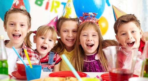 Masinis.lt - Jūsų vaiko gimtadienio dienos šventė draugų būryje! Vaikai šoks, eksperimentuos, kurs papuošalus, ar rodys savo kulinarinius gebėjimus! Laukia daug nuotykių!